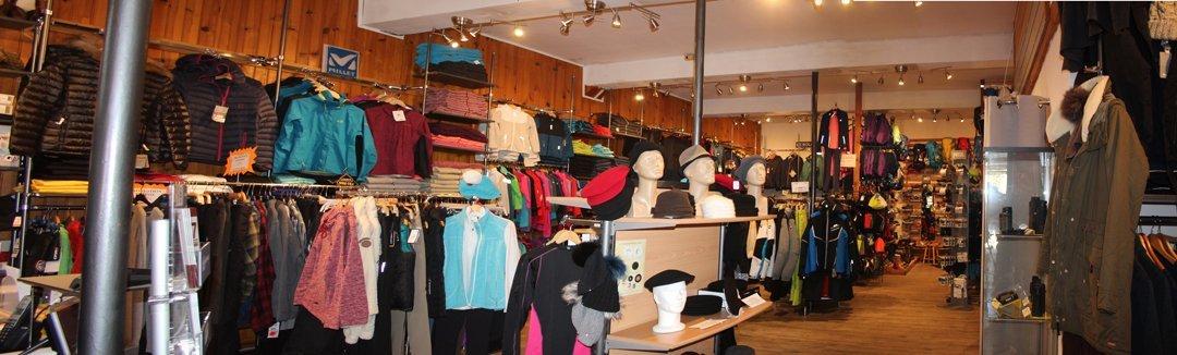 Un grand choix de chaussures, textile et matériel de randonnée et outdoor.